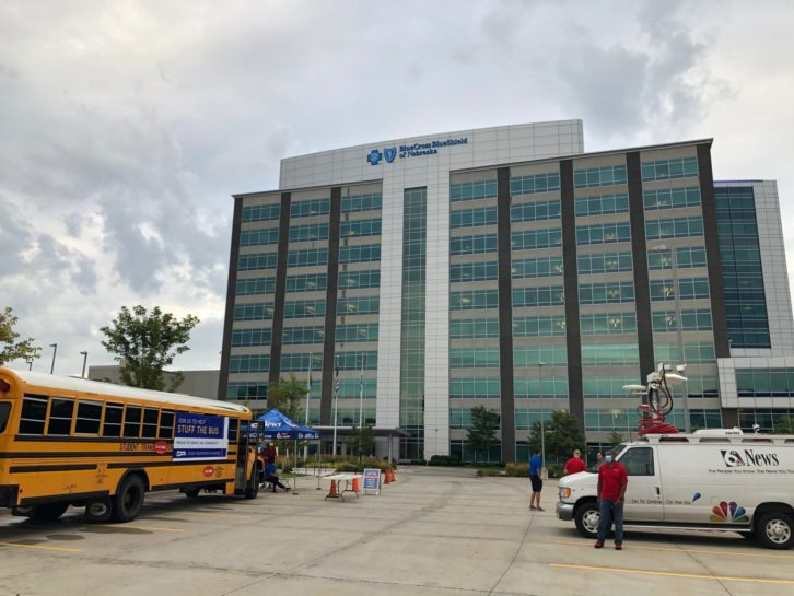 Bus BCBSNE bldg and WOWT